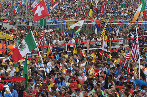 Pilgrims gather during the opening Mass for World Youth Day July 26 at Blonia Park in Krakow, Poland. (CNS photo/Bob Roller)