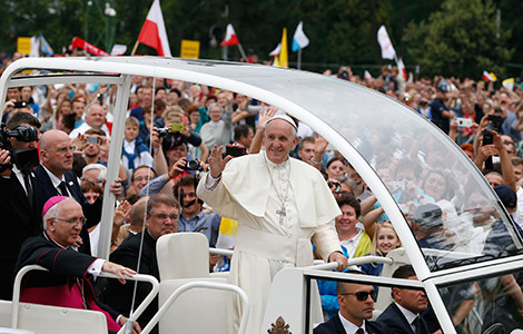 WYD 2016 - Pope Francis greets the crowd as he arrives to celebrate Mass
