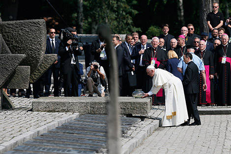 Pope Francis places a flame as visits the memorial at the Birkenau Nazi death camp in Oswiecim, Poland, July 29. (CNS photo/Paul Haring)
