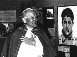 Pope John Paul II visits an exhibit about Blessed Pier Giorgio Frassati. Photo: © Associazione Pier Giorgio Frassati, Rome. Used with permission.