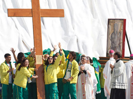 Brazilian youth receive WYD symbols