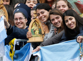 World Youth Day pilgrims hold rosaries and icons as they wait for Pope Francis to arrive. (CNS photo/Paul Haring)