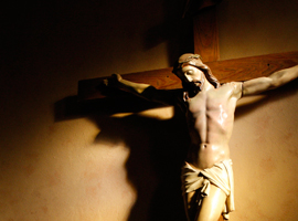 A crucifix bathed in light. CNS Photo/Nancy Phelan Weichec.