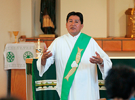 Deacon Sydney Martin preaches at a church in Arizona. CNS photo/Nancy Phelan Wiechec