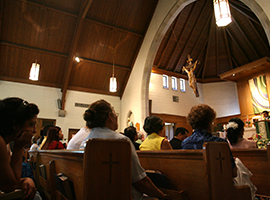 Mass is celebrated in Spanish at St Martin of Tours in Gaithersburg MD. CNS Photo/Nancy Phelan Wiechec