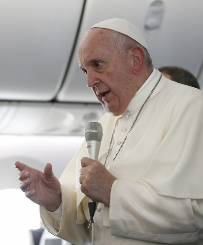 20191126T1102-0342-CNS-POPE-PLANE-JAPAN